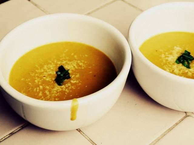 sopa crema de calabaza y coco