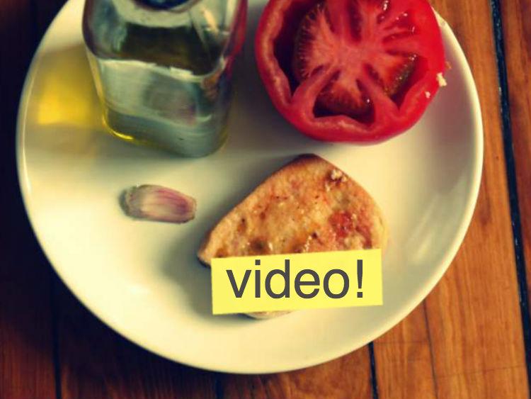 Pa amb tomàquet (pan con tomate)