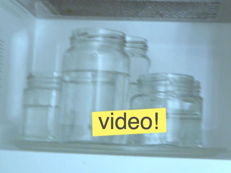 Esterilización de frascos de vidrio en microondas