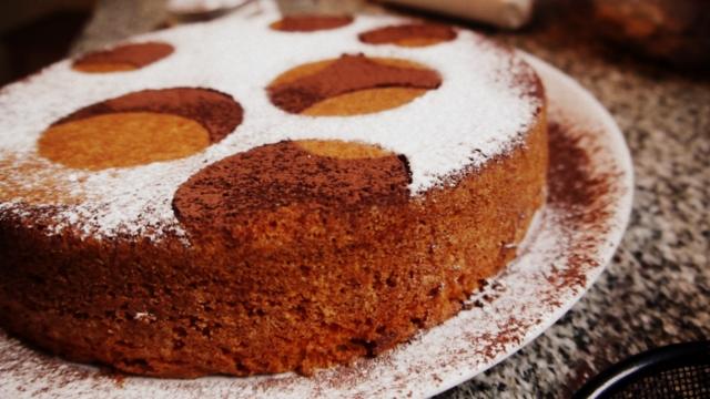 C mo decorar una torta en 5 minutos paulina cocina for Como decorar unas facil