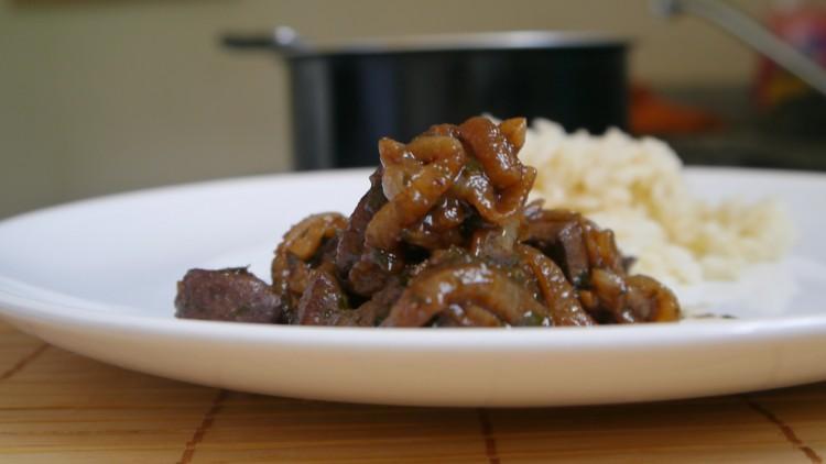 H gado encebollado paso a paso video receta paulina cocina for Cocinar higado de ternera